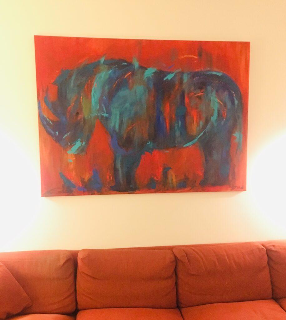 Maleriet hedder Det blå næsehorn og er af kunstner Tine Weppler