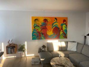 Maleri til stuen giver lys og varme i hjemmet